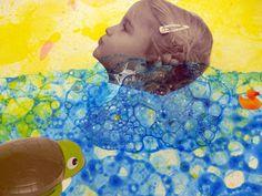 les petites têtes de l'art: Ah, ce que l'on est bien dans son bain... d'après le vidéaste Pierrick Sorin