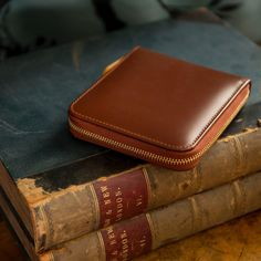 Our zipped wallet comes in a smooth havana Bridle leather on the exterior with a matt finish london tan interior. Zipped close with a gold zip keeps everything safely inside.