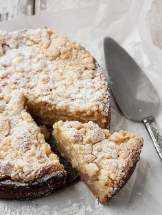 Fresh Apple Crumble Cake - Delicious and unique Fresh Apple Crumble Cake, with layers of apple, encased in a lovely crust and with a wonderful crumble topping - Seasons & suppers Apple Desserts, Apple Recipes, Sweet Recipes, Baking Recipes, Cake Recipes, Dessert Recipes, Apple Crumble Recipe, Sour Cream Apple Coffee Cake Recipe, Recipe Berry