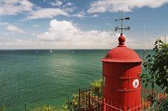 Au sud de Ploëmeur, cette île de près de 15 km² de superficie n'est accessible que par bateau. Elle compte quelques 2 000 habitants et propose de très beaux points de vue sur la mer. Une manière de se sentir coupé du monde le temps d'un week-end.