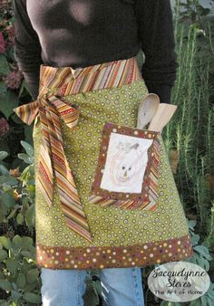 Instructions for a cute fall apron, with an embroidered Friendly Jack-O-Lantern pocket!