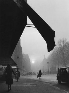 Carrefour Sèvres Babylone, Paris photo by Willy Ronis, 1948