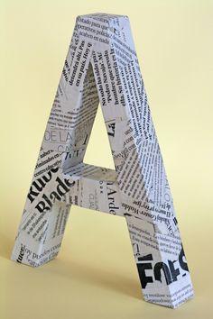 Tutorial con fotografías e instrucciones paso a paso para realizar una letra tridimensional con cartón y papel.