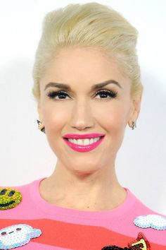 How to get pin-up glam just like Gwen Stefani.