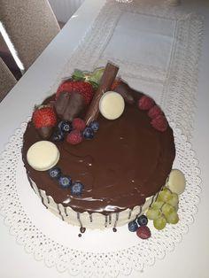 Mascarpone a ovocie Homemade Cakes, Birthday Cake, Desserts, Food, Mascarpone, Homemade Muffins, Tailgate Desserts, Birthday Cakes, Meal