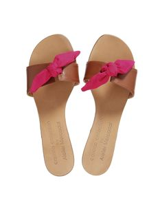 Trendy Sandals, Flat Sandals, Shoes Sandals, Company Ideas, Fashion Shoes, Flip Flops, High Heels, Slippers, Xmas