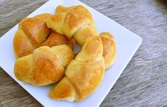 Τυροπιτάκια με φέτα, τα «κρουασάν» της θείας Στασίας! - cretangastronomy.gr Hot Dog Buns, Hot Dogs, Vegan Vegetarian, Cooking Recipes, Bread, Food, Cooker Recipes, Essen, Breads