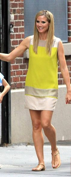 Heidi shows a little love to one of her Project Runway designer pets. Heidi Klum out for a stroll with her family in New York City. Heidi Klum, Apple Shaped Celebrities, Colour Blocking Fashion, What To Wear Today, New York, Bikini, Fashion Days, Mannequins, How To Look Pretty