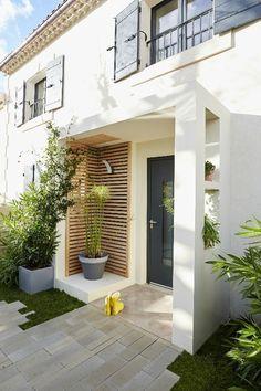 Des idées pour décorer son porche - Melanie Mitterbauer - Yeni Dizi - New Ideas House With Porch, House Front, Door Design, Exterior Design, Door Canopy, Awning Canopy, Canopy Architecture, Architecture Renovation, Building A Porch