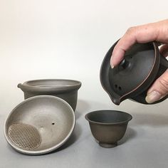 Chaho - a style way to indulge in a cup of tea! The teapot's lids have an uniquely built-in ceramic filter for easy cleaning. #japanesepottery  #japaneseceramics  #pottery #ceramics #tea #greentea #wabipot #teatime #instatea #茶壶