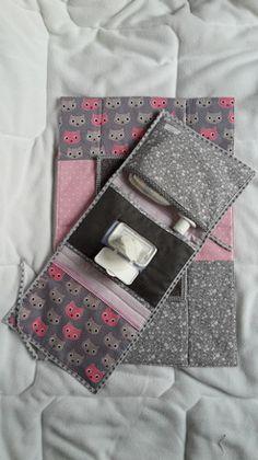 Pochette nomade  Pochette à langer et son matelas assorti Cadeau de naissance original  pochette à couche / lingettes   . Pratique  pour  mettre dans son sac quand  l'on veux p - 17557539