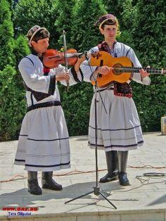 Folk Costume, Costumes, West Plains, Europe, Fashion, Folklore, Moda, Dress Up Clothes, Fashion Styles