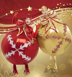 Roving live Christmas baubles Alan Casey Entertainment