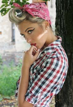 Trendy tattoo girl models pin up rockabilly style Trendige Tattoo-Girl-. - Trendy tattoo girl models pin up rockabilly style Trendige Tattoo-Girl-Models im Rockabill - Rockabilly Style, Rockabilly Baby, Rockabilly Fashion, Rockabilly Outfits, Pin Up Looks, Pin Up Girls, Cabelo Pin Up, Pin Up Models, Girl Models