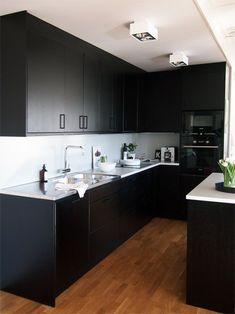 Kitchen in black Home Decor Kitchen, Diy Kitchen, Kitchen Furniture, Kitchen Interior, Kitchen Cabinets, Modern Farmhouse Kitchens, Black Kitchens, Kitchen World, Scandinavian Kitchen