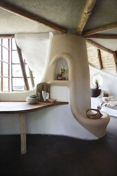 This stunning cob house in Zealand, Denmark is owned by Karen and Flemming Abrahamsson. Cob Building, Building A House, Green Building, Cob House Interior, Cob House Plans, Cabin Plans, Earthship Home, Mud House, Clay Houses