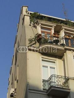 Eckbalkons eines Altbau im Galataviertel in Istanbul Beyoglu in der Türkei