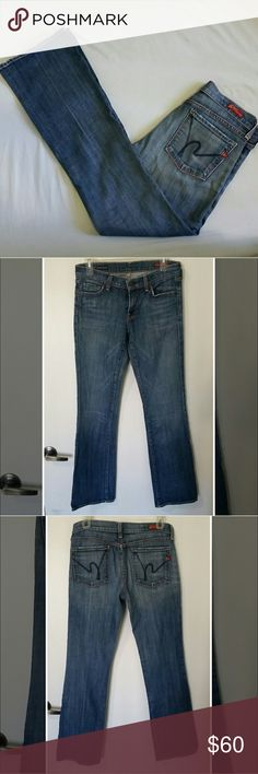 """Citizens Of Humanity Bootcut Kelly Jeans 28 Citizens Of Humanity low waist bootcut kelly jeans size 28 great condition! Slight fraying bottom of jeans Not very noticeable. No rips, stains or snags. Smoke free home home.   Measurements  Waist 30.5"""" Outseam: 40"""" Inseam: 31.5"""" Citizens of Humanity Jeans Boot Cut"""