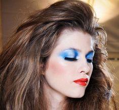 Makeup simple Makeup Tips : Eye Makeup With Blue Eyeshadow Eye Makeup from More Than O. Makeup Tips : Eye Makeup With Blue Eyeshadow Eye Makeup from More Than One Colors Combination Eye Makeup Images. How To Do Eye Makeup. 80s Eye Makeup, 1980 Makeup, Eye Makeup Images, Golden Eye Makeup, Blue Eye Makeup, Party Makeup, Eyeshadow Makeup, Makeup Tips, Hair Makeup
