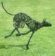 Running dog by Julieann Worrall Hood. Make a big wire sculpture on a course with Julieann. www.woho.co.uk