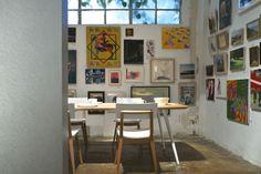 זה שולחן שאני מתה עליו - משגע עם כסאות נוחים, יש בגוונים אחרים וגם נפתח. אני בעד! עולה משהו כמו 6000 שקל!  מגזין נישה - חנות-בת חדשה לקסטיאל הושק Dining Furniture, Office Desk, Gallery Wall, Table, Living Rooms, Google Search, Home Decor, Lounges, Desk Office