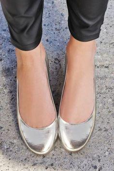 Ballerina Shoes, Ballet Flats, Ballerinas, Flats Outfit, Girls Flats, Cute Flats, Flat Shoes, Women's Shoes, Heels