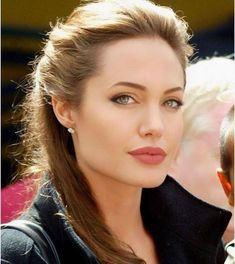 Angelina Jolie is regarded as one among the most influential and attractive actresses in the world. Angelina Jolie Fotos, Angelina Jolie Makeup, Angelina Joile, Angelina Jolie Style, Beautiful Celebrities, Most Beautiful Women, Beautiful Actresses, Jolie Pitt, Actrices Hollywood