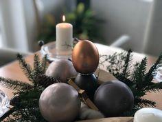 """Hast du dein Weihnachtsgeschenk schon downgeloadet? Ein Weihnachtsgeschenk und Segen für dich Kostenloser Download """"Auf all deinen Wegen""""  """"zauberhaft, das Herz berührend, heilend""""   Das sind die Worte, die uns beim Gedanken an Edith Rabls Lieder in den Sinn kommen! Wir freuen uns so sehr, dass wir dir ein Lied von Ihr als Download schenken dürfen!   www.vibratingmusic.com/hausmond hier findest du den Download Wir freuen uns wenn das Lied und dieser Segen dich beRührt. Table Decorations, Music, Home Decor, Blessing, Songs, Christmas Presents, Thoughts, Heart, Musica"""