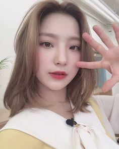 #fromis_9 #Saerom 190319 @officialfromis_9 Kpop Girl Groups, Korean Girl Groups, Kpop Girls, Lee Seo Yeon, Soyeon, South Korean Girls, Ulzzang, Cool Girl, Idol