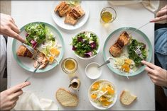 Alle 200 ZeroPoint™ Lebensmittel Losing weight with Weight Watchers means reinventing yourself and experiencing a refreshing lifestyle! Plats Weight Watchers, Weight Watchers Meals, Fast Food Salads, Ww Recipes, Healthy Recipes, Turnip Greens, Eating Disorder Recovery, Nutrition, Food Lists