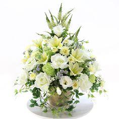 光触媒 造花・アートフラワーで制作した優美で上品なフラワーアレンジメントです。新築御祝いや開店・開業御祝い、贈り物用のギフトなどに優雅で存在感あふれるお花はいかがですか。バラ、アイビー、ユリ、リシアンサス、スマイラックス、カルフォルニアデイジー、スノーボール、ホワイトラベンダー、スターフラワーの9種類の上質な花材で制作いたしました。