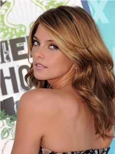 love the color... dark strawberry blonde. This is my next hair color.