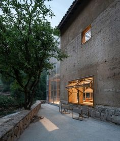 An old rammed earth building in the middle of the Chinese village of Qinglongwu has been converted by Atelier Tao+C into a boutique hotel and library. Corrugated Plastic Panels, Rammed Earth Wall, Polycarbonate Panels, Capsule Hotel, Tokyo Hotels, Ground Floor Plan, Old Windows, Old Building, Contemporary Architecture