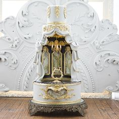 The Abandoned Theatre Cake - Master Classes - Cake Opera Co.