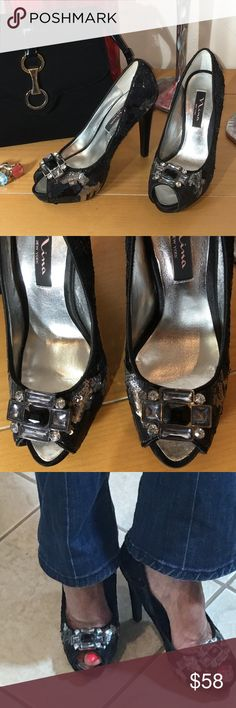 Nina sequined heels The great complement and the finishing touch of a night out... is always a great pair of shoes...these are a statement piece ...classic faux stones on buckle...can be worn in so many ways... be super great with jeans... looks like new Vintage Heels, Vintage Bag, Faux Stone, Fashion Tips, Fashion Design, Fashion Trends, Black Silver, Going Out, Night Out