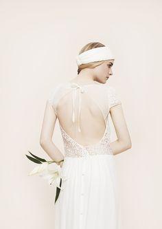 Robe de mariée Laure de Sagazan http://www.vogue.fr/mariage/adresses/diaporama/les-robes-de-mariee-de-l-espace-maria-luisa-mariage-au-printemps/20561/image/1096866#!14