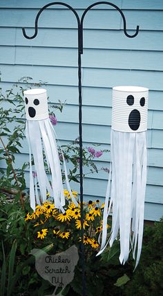 Casa Halloween, Theme Halloween, Halloween Crafts For Kids, Halloween 2020, Holidays Halloween, Fall Crafts, Diy Crafts, Recycled Crafts, Outdoor Halloween