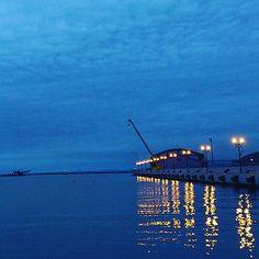 【hiwahiwacha】さんのInstagramをピンしています。 《#ゆうがた #夕方 #夕暮れどき #ゆうぐれ #海 #うみ #青い海 #空と海 #海と空 #境界線 #くしろ #釧路 #北海道旅行 #北海道 #sunset #twilight #sea #blue #bluesky #blueskyandsea #border #kushiro #hokkaido #hokkaidou》