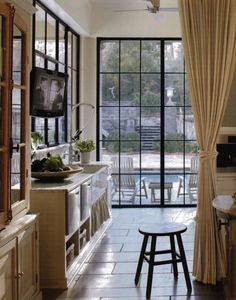 Since yesterday's quick post was on the subject of steel windows, I decided to share a few more. I would love to live in a house with black steel windows some day. I love the industrial loo… Steel Doors And Windows, Casement Windows, Black Windows, Metal Doors, Glass Doors, Crittall Windows, Crittal Doors, Big Windows, Style At Home