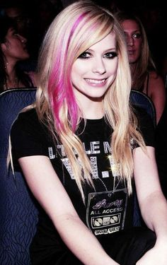 Avril Lavigne-New photo Pink Streaks, Blond Hair.:).