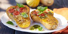 Rezept: Gebackener Butternut-Kürbis mit Tomate und Basilikum-Pesto