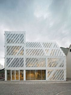 Neubau des Hauptsitzes der Kulturstiftung des Bundes di Dannheimer & Joos Architekten GmbH | Edifici amministrativi