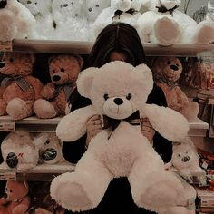 Giant Teddy Bear, Cute Teddy Bears, Teddy Girl, Teddy Bear Gifts, Teddy Bear Pictures, Artsy Photos, Relationship Goals Pictures, Iconic Photos, Cool Girl Pictures