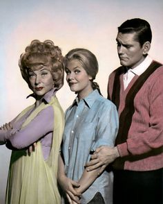 Agnes Moorehead as Endora, Elizabeth Montgomery as Samantha & Dick York as Darren in Bewitched ABC). This was one of my favorite TV shows from the I used to watch re-runs every day after school. Agnes Moorehead, Bewitched Tv Show, Endora Bewitched, Bewitched Elizabeth Montgomery, Mejores Series Tv, The Lone Ranger, Old Shows, 70s Tv Shows, Great Tv Shows