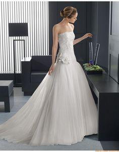2015 A-linie Trägerlose Exklusive Brautkleider aus Softnetz mit Applikation
