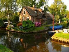 Route canal! - Canal cottage, The Netherlands