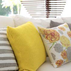 Super tradicional em peças de tricot, o ponto inglês é facilmente reconhecido por sua característica mais larga e fechada comparada a outros pontos. Por esse motivo, nossa Almofada Tricot Ponto Inglês é a solução perfeita para adicionar um pouco de cor para a decoração de camas e sofás de uma forma sofisticada e elegante!  Shop online> http://www.lolahome.com.br/almofada-tricot-ponto-ingles-50x50-735.aspx/p