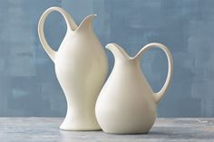 Redwing dinnerware by Eva Zeisel, Clean lines and beautiful simplicity. One of my favorite designers. Ceramic Pottery, Pottery Art, Earthenware, Stoneware, Keramik Design, Colani, Ceramic Pitcher, Ceramic Jugs, Keramik Vase