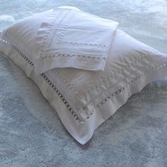 Fronha, fronha avulsa, fronha bordada, fronha 200 fios, fronha branca, fronha com abas, capa de travesseiro avulso, capa de travesseiro 200 fios,capa de travesseiro bordado, capa de travesseiro branca