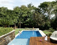 Casa em Goiânia / Frederico Bretones e Roberto Carvalho #piscina #pool #exterior